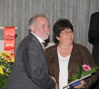 Tennis - VfR Weddel - 2010 - Silberne Ehrennadel Karin Porth